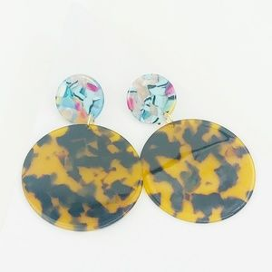 CLOSET REHAB Jewelry - Circle Drop Earrings in Tortoise with Blue Stud